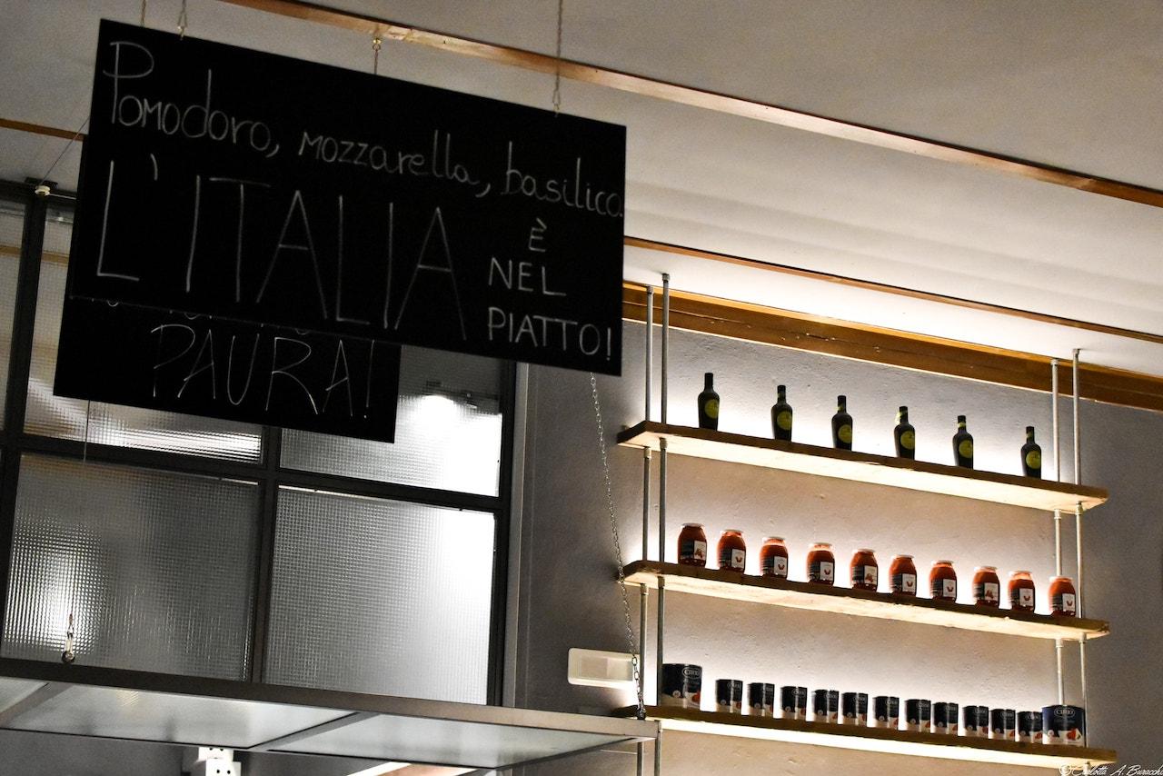 Dettagli di design alla pizzeria Al Foghèr, Arezzo