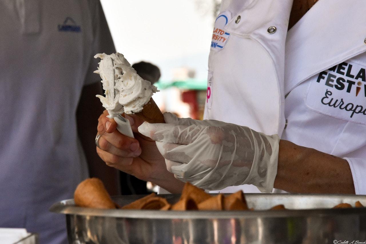 Un assaggio di gelato al Firenze Gelato Festival 2018