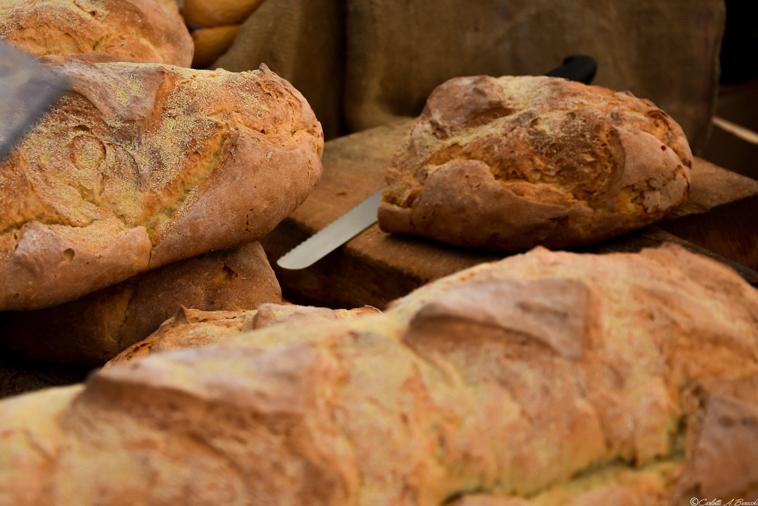 Il pane di patate della Garfagnana ha un gusto e un carattere tutto suo e non ammette mezze misure: si mangia coi salumi della tradizione garfagnina!