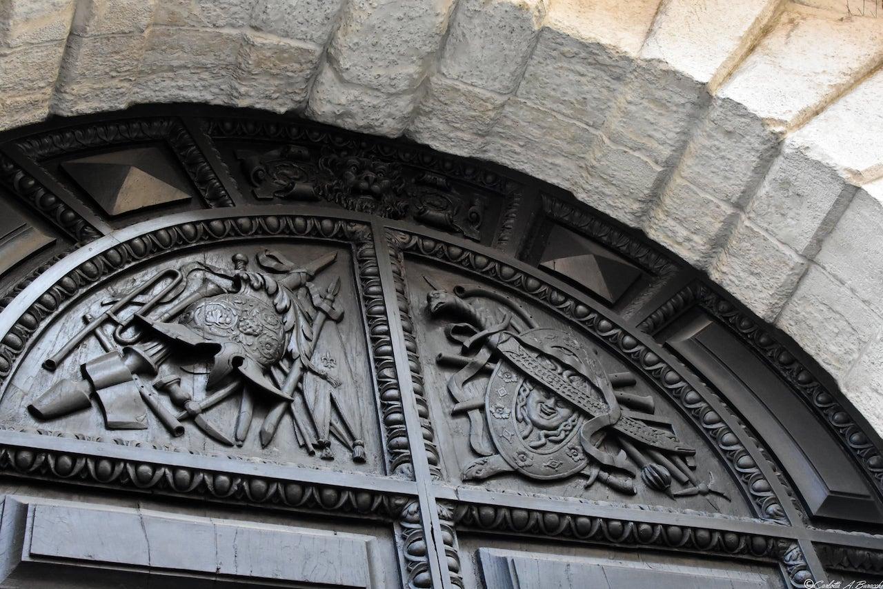 Il Portone di Palazzo Függer-Galasso, detto Palazzo del Diavolo