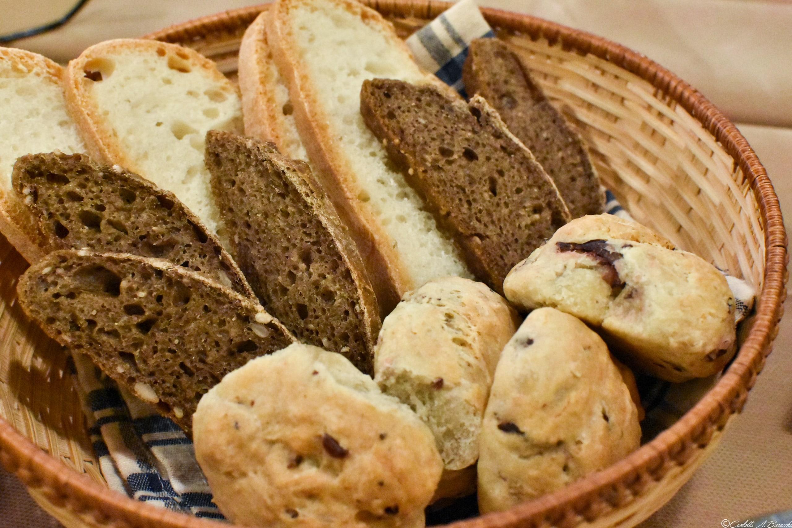 Cestino del pane fatto in casa, Ristorante Tortello Divino, Arezzo