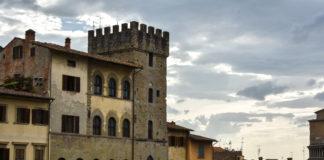 Palazzi di Piazza Grande, Arezzo mentre arriva il temporale