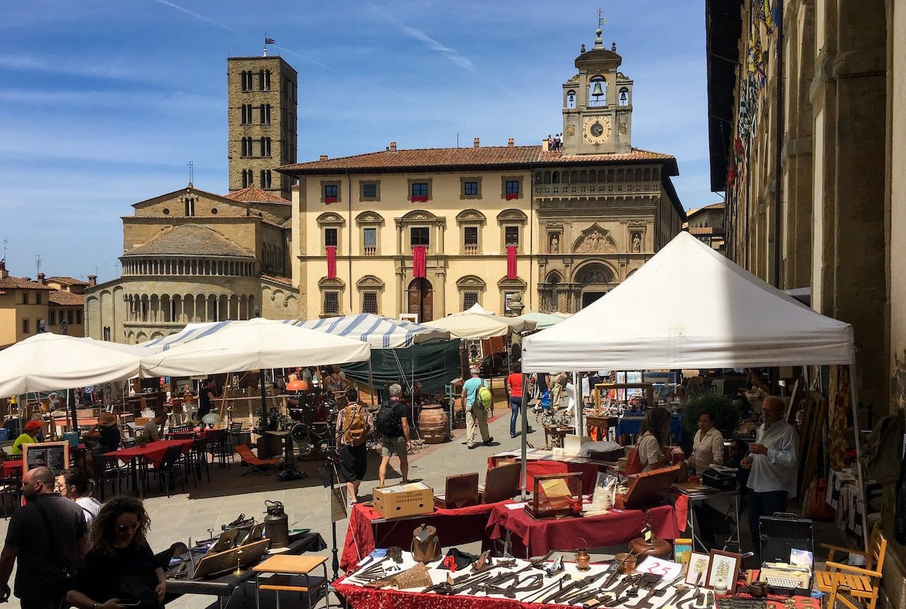 Piazza Grande durante la Fiera Antiquaria di Arezzo