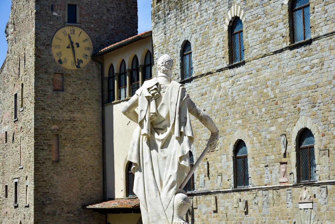 Statua di Ferdinando I in Piazza della Libertà ad Arezzo
