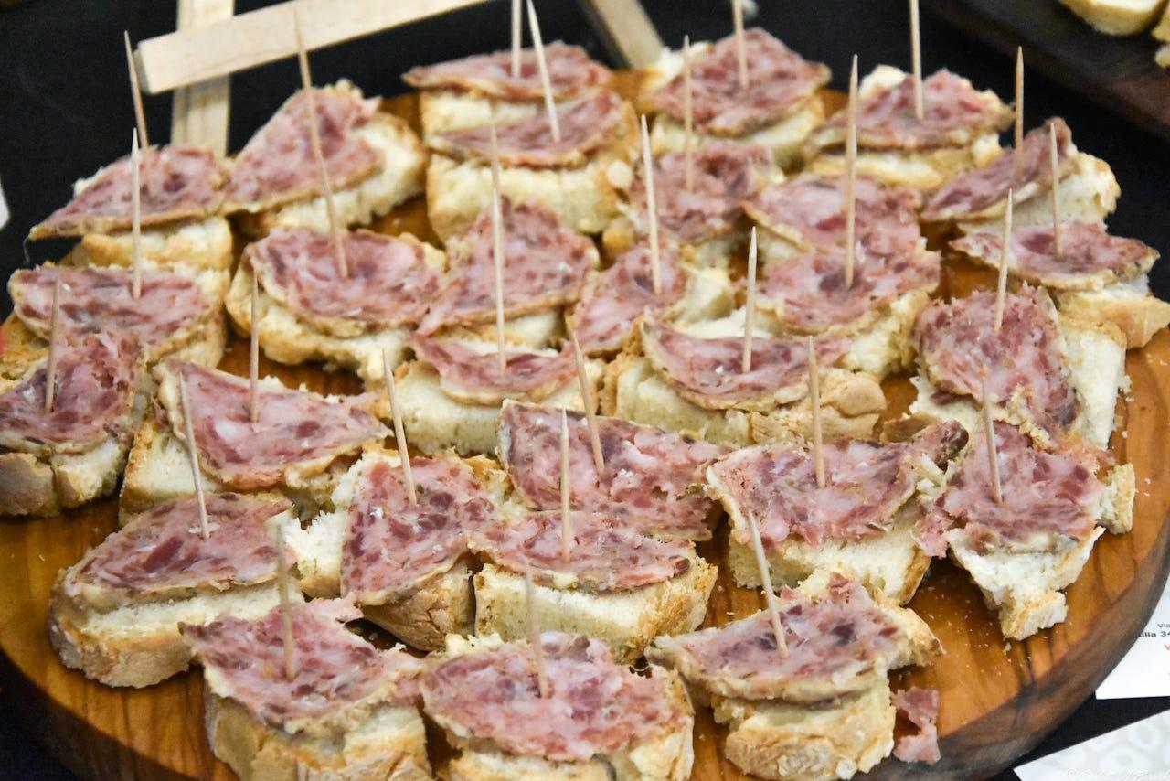Crostini con salumi di suino Macchiaiola Maremmana dell'azienda Il Poggiolino, area degustazione Cibiamoci 2018