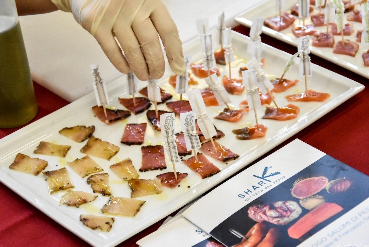 Nell'area degustazione anche Shark Bottega del pesce, Prato