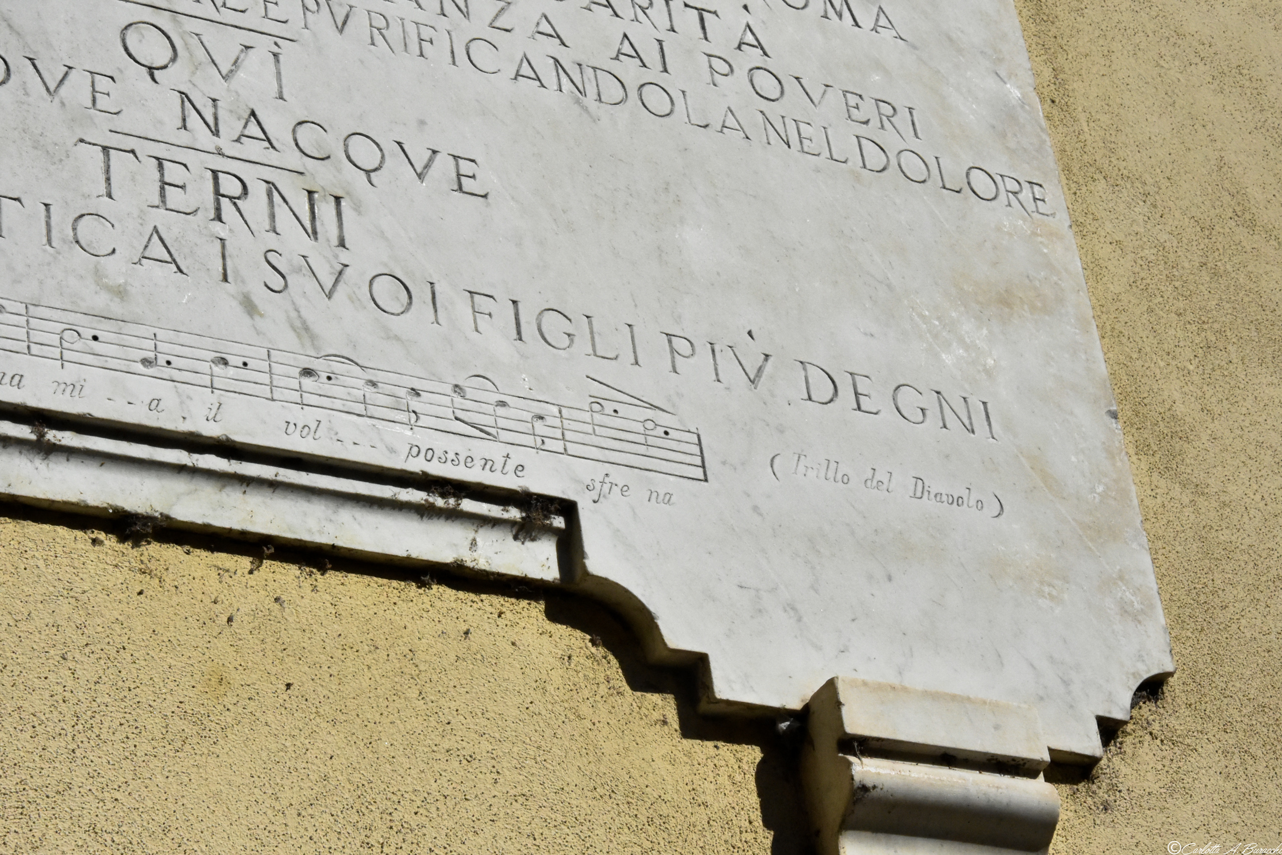 La targa a Stanislao Falchi, compositore e musicista ternano nell'omonimo Largo Stanislao Falchi a Terni