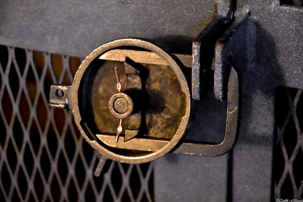 Fili di rame e piombi proteggono ogni punto della Distilleria