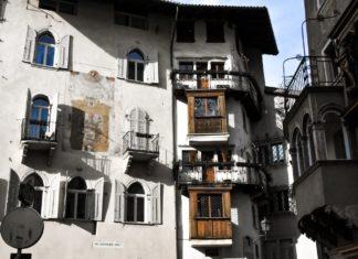 Case Monauni e Bazzani, all'imbocco del quartiere più antico della vecchia Trento