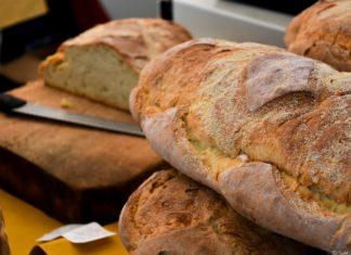 Pane di patate della Garfagnana sul banco del taglio ad Arezzo Flower Show