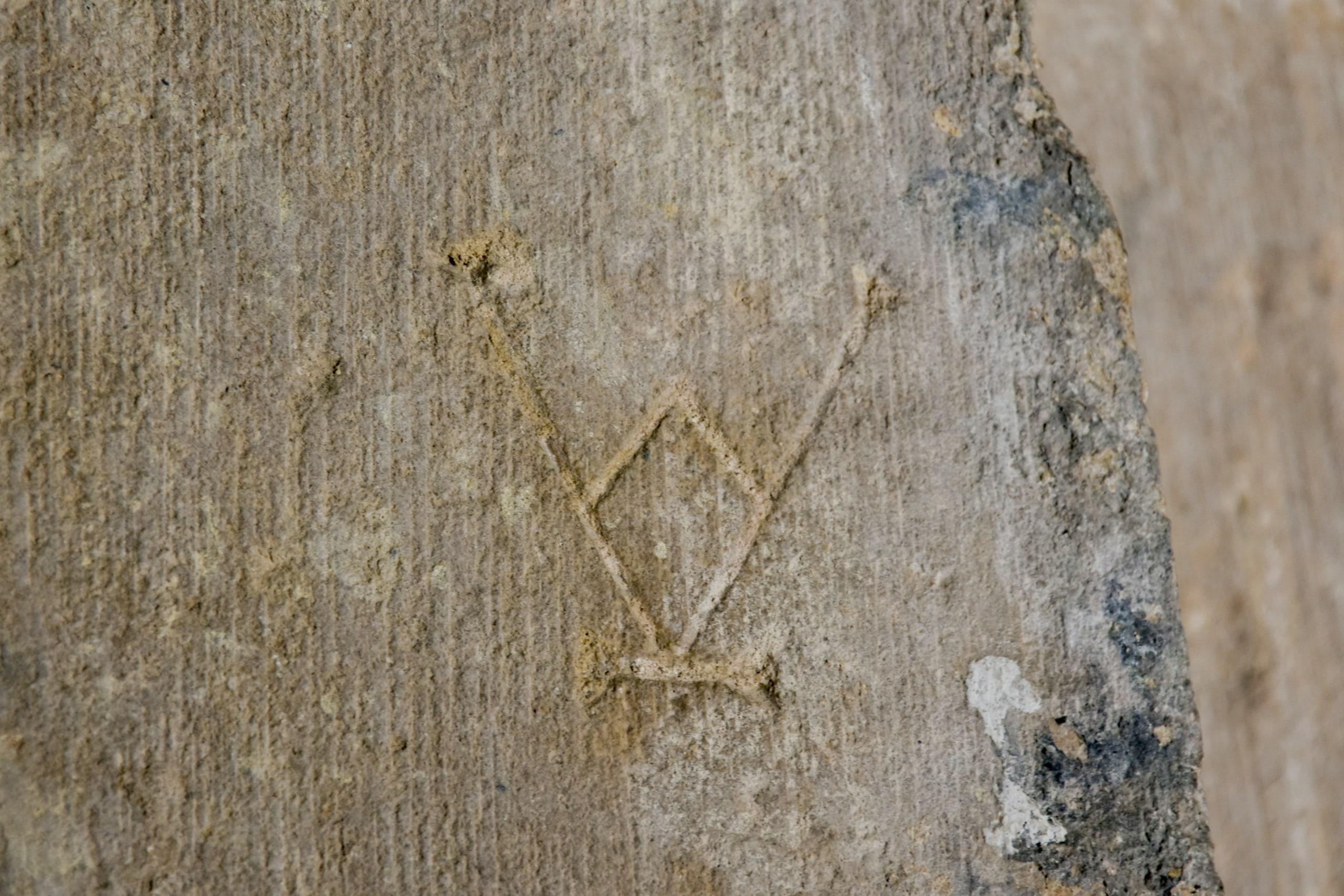 Abbazia di Sènanque, un simbolo inciso su una lastra dai tagliapietre