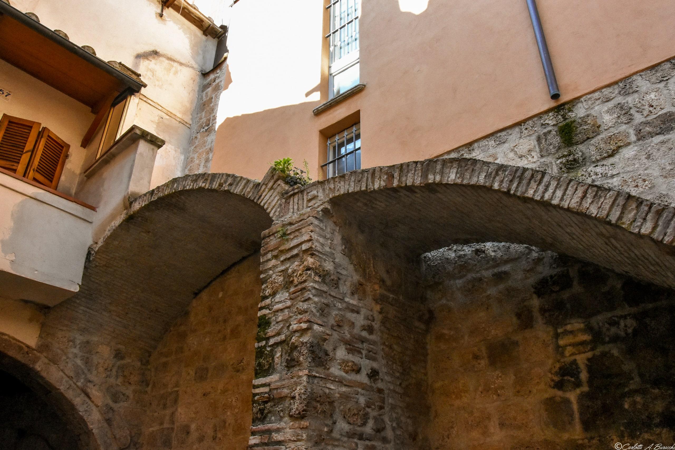 Resti romani all'interno di un cortile privato in piazza Clai, Terni
