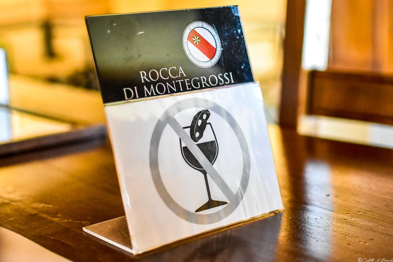"""Il """"divieto d'inzuppo"""" presente nelle retro etichette del Vin Santo, diventato un """"caso"""" mediatico!"""