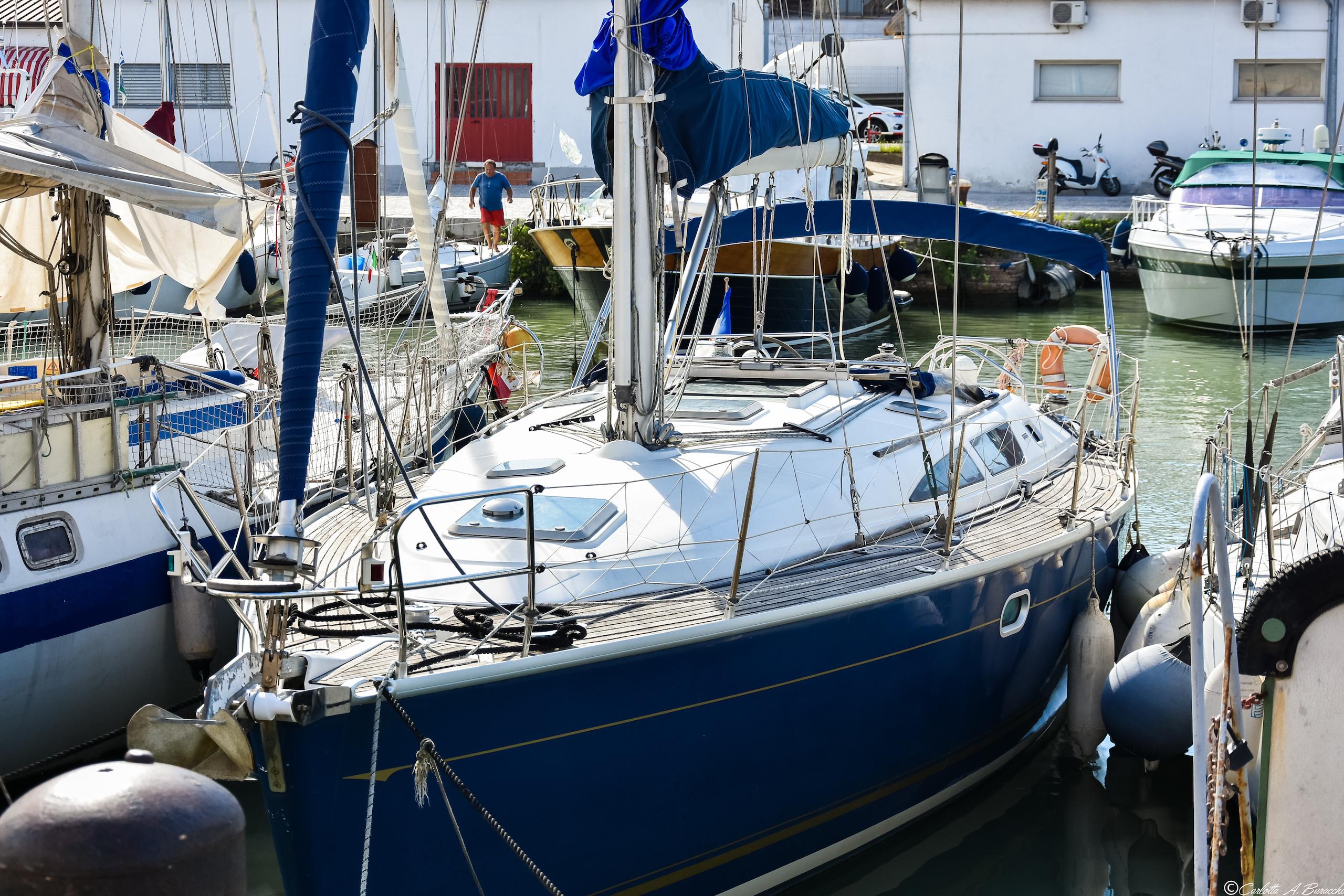 Vele ormeggiate al porto di Pesaro