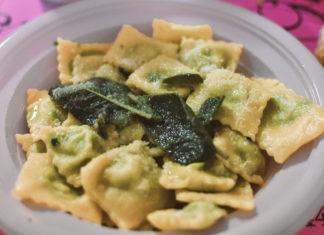 Un piatto di ravioli alla Sagra del Raviolo di Partina